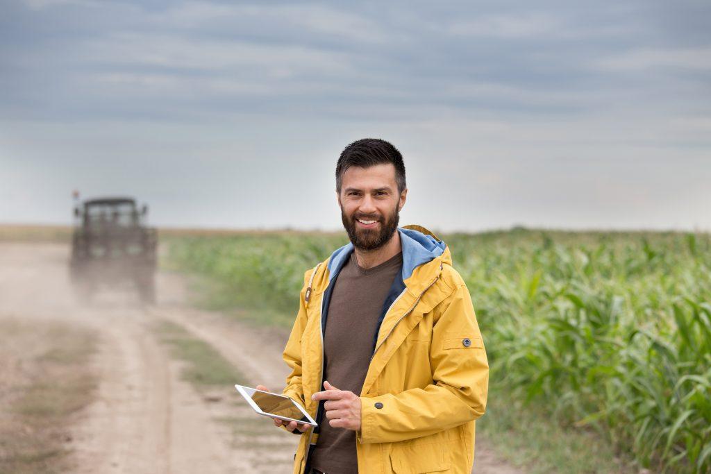 agriculteur-champ-domotique